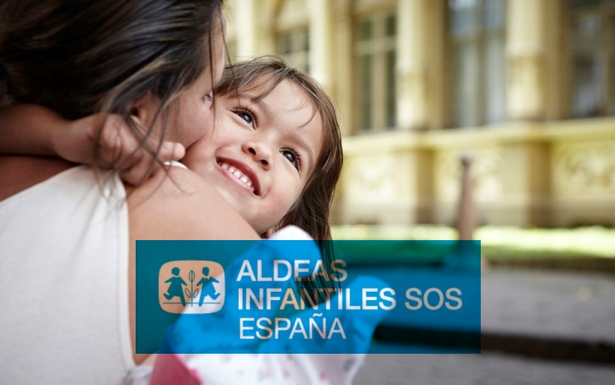 Mesa informativa de Aldeas Infantiles en Tres Cantos